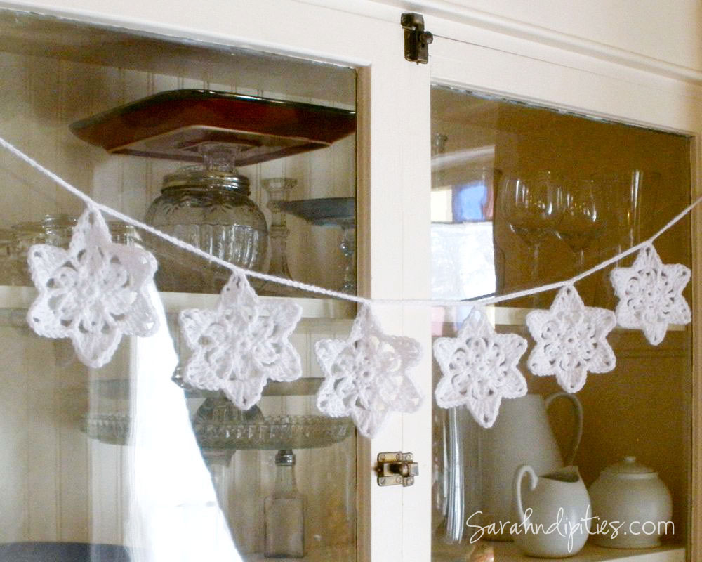 Free Crochet Pattern For Star Garland : Things to Make: Crochet Snowflake Star Garland - Free ...